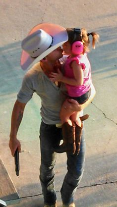Justin Moore & his daughter