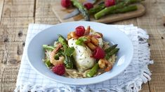 Combine the flavours of the east with the top wines of the Cape for an unforgettable sea-food treat. The chilli, pepper and Teriyaki marinade gives the fish a spicy, piquant zest that is perfectly complemented by the fresh asparagus. Romantic Recipes, Romantic Meals, Top Wines, Teriyaki Marinade, Food Treat, Fresh Asparagus, Sea Food, Prawn, The Fresh