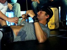 Enrique Iglesias body shots on stage!