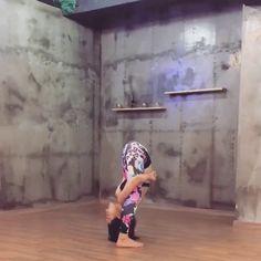 Flexible Asian Girl OMG.. This girl is freaking amazing!!