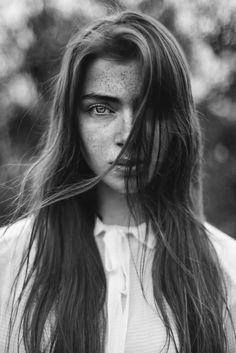 Daphne - Photography: Agata Serge Model: Daphne Lens: Palecwnosie Bokeh Factory