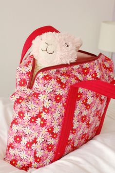 Boxy Overnight Bag - she posts about her sizing changes, and links to the tutorial for the bag, plus a page about calculating boxy bag measurements :)