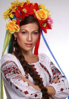 -that's Jennifer Lopez in White-Caucasian traditional costume--is this confusing or what due to all the White Hating that circulates in her circles? Folk Fashion, Ethnic Fashion, Colorful Fashion, Beautiful People, Beautiful Women, Amazing People, Ukraine Women, Costumes Around The World, Ethno Style