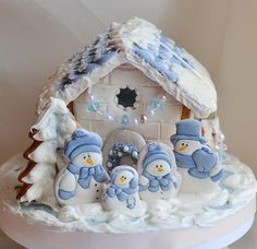 Birdhouse ♥ crafted in the kitchen Christmas Cookies Kids, Cookies For Kids, Christmas Cupcakes, Christmas Goodies, Christmas Desserts, Christmas Treats, Christmas Baking, Gingerbread House Designs, Gingerbread House Parties