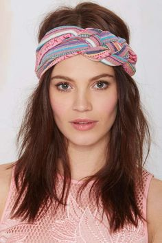 Get with the band look this summer! This turban has a southwestern print, braided detailing, and elastic bottom for the perfect fit. Bandana Hairstyles, Cool Hairstyles, Style Hairstyle, Ponytail Hairstyles, Hairstyles Haircuts, Wedding Hairstyles, Hot Hair Styles, Medium Hair Styles, Mode Turban