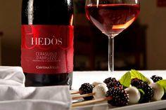 Cucina è sperimentare.  Mozzarella, more e menta da sposare col profumo di frutta rossa del nostro Cerasuolo Hedòs.
