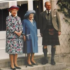 Dressed in a feminine floral ensemble, the Queen stands alongside the Queen Mother and the Duke of Edinburgh Princess Diana Wedding, Princess Diana Death, Princess Elizabeth, Princess Margaret, Queen Elizabeth Ii, Young Prince Philip, Queen And Prince Phillip, Queen Victoria Prince Albert, Royal Family Pictures