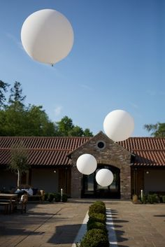 Giant balloons #wedding