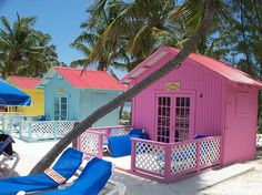 tiny-beach-houses-pink-princess-cays-bahamas @ http://www.tinyhouselover.com/traveling/colorful-tiny-beach-houses-in-the-bahamas/