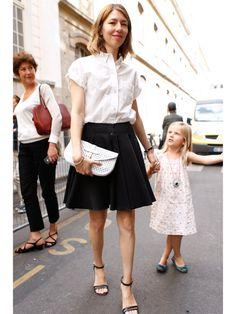 【ELLE】ベーシック大好き派だからシャツスタイルが定番|今どきフレンチシックの女王、ソフィア・コッポラを徹底マーク!|エル・オンライン