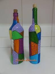 Imagem relacionada Wine Bottle Glasses, Wine Bottle Art, Wine Bottle Crafts, Mosaic Bottles, Glass Bottles, Wine Bottle Centerpieces, Recycled Jars, Glass Painting Designs, Decoupage Glass