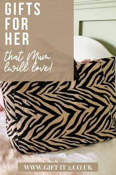 Looking for summer bag for Mum? Take a look at this stunning Zebra Print Canvas Tote Bag, ideal for work with enough room for daily accessories, or trips to the gym or days out with the kids. Join the animal print trend this summer, and give Mum a gift that she will definitely want! #giftit2 18th Birthday Gifts For Girls, Surprise Birthday Gifts, Birthday Gifts For Girlfriend, Thoughtful Gifts For Her, Gifts For Mum, Red Tote Bag, Fabric Tote Bags, Simple Gifts, Printed Bags
