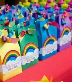 my little pony party favors Festa Rainbow Dash, Rainbow Unicorn Party, Rainbow Parties, Rainbow Birthday Party, Rainbow Party Favors, Rainbow Theme, Rainbow Party Decorations, Rainbow Colours, Party Favours