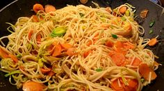 Chop suey and chow mein are both Chinese stir-fry dishes, but they do have different origins and ingredients. Broccoli Beef, Broccoli Recipes, Vegetable Recipes, Vegetarian Recipes, Vegetable Dish, Healthy Recipes, Chop Suey, Crepes, Stir Fry Recipes