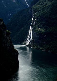 7 sisters waterfalls / geirangerfjord