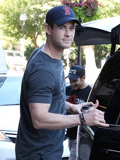 Star Tracks: Wednesday, August 12, 2015 | BABY BLUES | On Tuesday, Sexiest Man Alive Chris Hemsworth proves he still deserves the title while making us melt during a coffee pitstop en route to the set of  Ghostbusters in Boston.