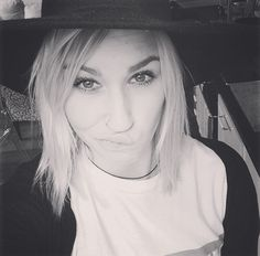 HOW TO; FRIENDS & DATING  #blonde #hey!vina #heyvina #norwegian #globetrotter #wanderlust #blogger