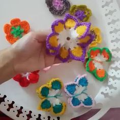 How to Make a Crochet Butterfly. You can see the pattern on the picture of 2015 👉👉👉👉👉👉 HOKUS POKUS KELEBEK. Crochet Flower Scarf, Crochet Sunflower, Crochet Flower Tutorial, Diy Crochet Flowers, Crochet African Flowers, Crochet Leaves, Flower Diy, Crochet Butterfly Free Pattern, Crochet Applique Patterns Free