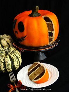 Pumpkin cake. #Halloween #cake #pumpkin