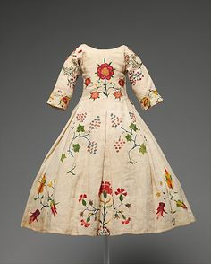 Child's linen and wool Dress, mid-18th century, American, Via the Met.