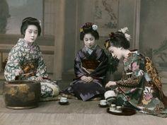 1900年代初頭の日本。写真家エリザ・シドモア(Eliza Scidmore)が撮影した白黒写真に着色を施してある。