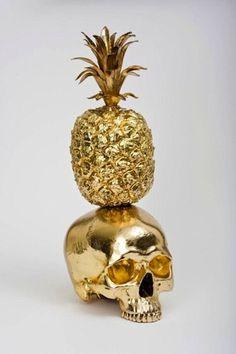 Gold home decoration # skull # pineapple Memento Mori, Or Noir, Gold Skull, Skulls, Gold Aesthetic, Stay Gold, Shades Of Gold, Touch Of Gold, Glitter