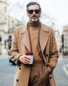 London Fashion Week Men's Street Style Fall 2018 Day 1 - The Impression London Fashion Weeks, Book Modelo, La Mode Masculine, Inspiration Mode, Fashion Inspiration, Men Street, Autumn Street Style, Mode Outfits, Men Looks