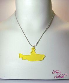 Colar com pingente de yellow submarine