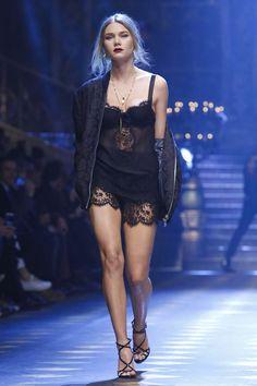 Dolce-Gabbana-Menswear-FW17-Milan-0103-1484401173-bigthumb.jpg (800×1200)