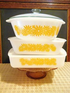 Yellow Daisy Glassbake/Glasbake Instant Collection: Casserole, Loaf and Cake Pan Vintage Bowls, Vintage Kitchenware, Vintage Dishes, Vintage Glassware, Vintage Love, Vintage Pyrex, Antique Dishes, Vintage Appliances, Antique Pottery