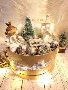 In this DIY tutorial, we will show you how to make Christmas decorations for your home. The video consists of 23 Christmas craft ideas. Christmas Advent Wreath, Christmas Baskets, Handmade Christmas Decorations, Ramadan Decorations, Christmas Crafts, Christmas Tablescapes, Christmas Centerpieces, Christmas Gifts For Wife, Christmas Time