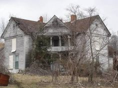 Abandoned House in Chilhowie, VA   Such a unique design!