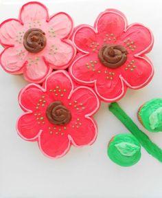 Diply.com - DIY Pull Apart Cupcakes