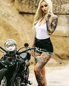 Super Ideas for custom motorcycle girl muscle cars Lady Biker, Biker Girl, Motos Sexy, Motos Harley, Chicks On Bikes, Motorbike Girl, Hot Bikes, Biker Chick, New Girl