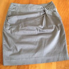 """H&M 6 grey/tan skirt with gold zipper Pencil fit, a little longer than a mini. Great fit and flattering detail on front. Never worn. Great gold zipper on the back. High waisted, pencil fit, waist measures 14"""" at very top. H&M Skirts Midi"""