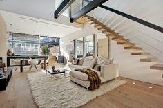 innentreppen design wand befestigt weißer weicher teppich