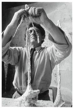Alberto Giacometti working in his studio, Gordon Parks, Paris, 1951 Alberto Giacometti, Giovanni Giacometti, Gordon Parks, Walker Evans, Chur, Georges Braque, Artist Art, Artist At Work, Portraits