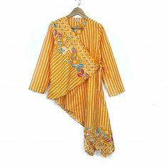 Sewing Clothes Women Upcycle Ideas 56 Ideas For 2019 Batik Blazer, Blouse Batik, Batik Dress, Kimono, Sewing Clothes Women, Diy Clothes, Clothes For Women, Batik Fashion, Simple Shirts