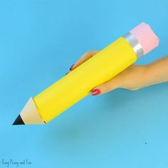 Paper Roll Pencil - Back to School Craft or Classroom Decoration Idea - Easy Peasy and Fun Back To School Party, Back To School Crafts, Paper Flowers Diy, Diy Paper, Crafts To Do, Crafts For Kids, Diy Crafts, Pencil Crafts