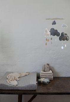 Wolken Mobile fürs Baby. Schönes Geschenk zur Geburt oder Taufe.    nordliebe.com