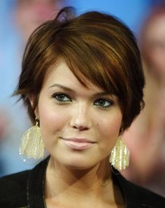 The Ideal Short Hairstyles for Women with Long Chubby Faces