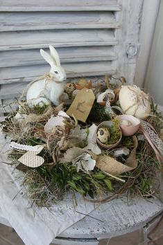 L'endroit où acheter et vendre tout le fait main A beautiful very decorative table wreath . A gorgeous bunny sits in all sorts of nature locomoties . Ribbons may caress and accompany spring . Diameter about cm Simple Home Decoration, Basket Decoration, Easter Wreaths, Holiday Wreaths, Holiday Decor, Valentines Day Decorations, Flower Decorations, Halloween Decorations, Floral Wreath Watercolor