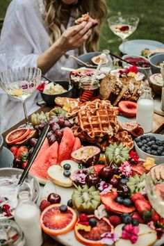 HOORAY! Mag | 5 Tips on Styling a Gazing Table | Grazing Table Ideas | Breakfast Grazing Table | Sweet Grazing Table | Savoury Grazing Table | Party Food | Interactive Dining | Party Hosting | Fruit Platter | Food Styling |Edible Flowers | Cocktails | Edible Art | Grazing Table Inspiration |