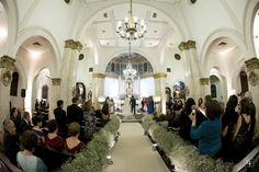 Mosquitinho na decoração da igreja para cerimônia de casamento. Foto: Edu Federice.