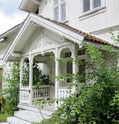 Victorian Porch, Victorian Homes, German Houses, Scandinavian Cottage, Home Focus, Ranch Remodel, Nordic Home, Swedish House, House Entrance