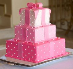 3 square tiered cake in various Pink