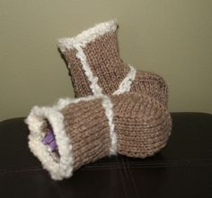 "Baby ""Uggs"" knit pattern"