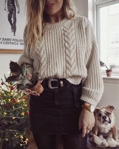 Oversized sweater. Knit sweater. Black belt.