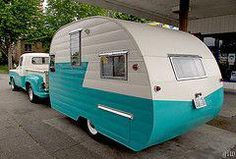 The Camping And Caravanning Site. Camping Tips And Advice Straight From The Experts. Camping can be a fun way to forget about your responsibilities. Retro Caravan, Vintage Campers Trailers, Retro Campers, Cool Campers, Vintage Caravans, Camper Trailers, Retro Rv, Motorhome, Shasta Trailer