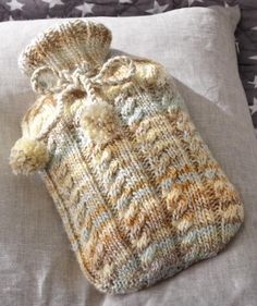 Hot Water Bottle Cover Pattern @ Schachenmayr - No pattern - just idea. Knitting Paterns, Loom Knitting, Free Knitting, Knitting Projects, Baby Knitting, Crochet Patterns, Crochet Tutorials, Knitting Ideas, Craft Projects